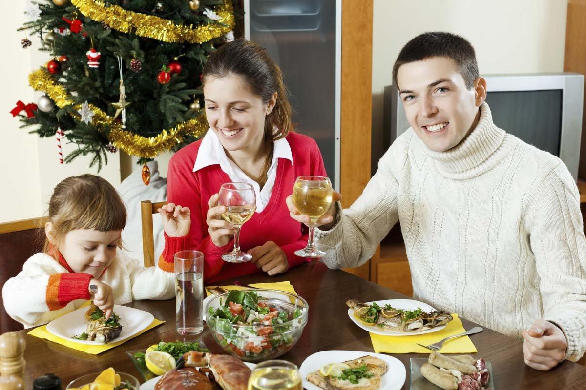 Зарисовка о том, как нахальная свекровь испортила всем Новый год Новый, свекровь, праздник, блюда, сказать, осталось, никто, столько, начала, отмечать, готовить, свекрови, только, столом, истории, кажется, портить, согласилась, нужно, приготовит