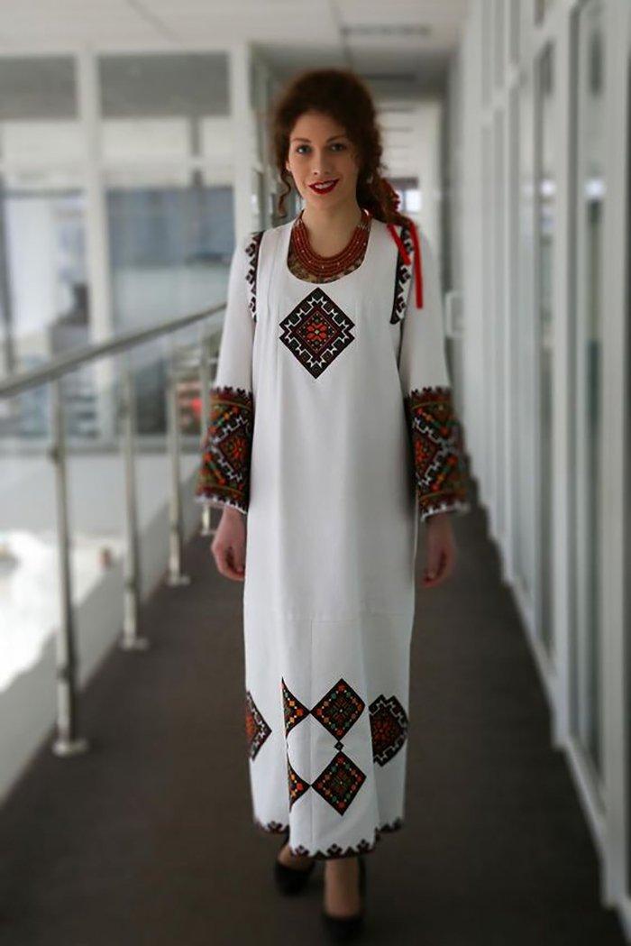 платье с вышивкой из бисера