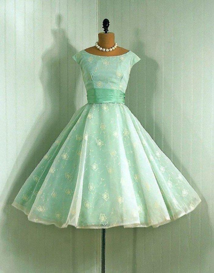 платья в стиле ретро в горошек
