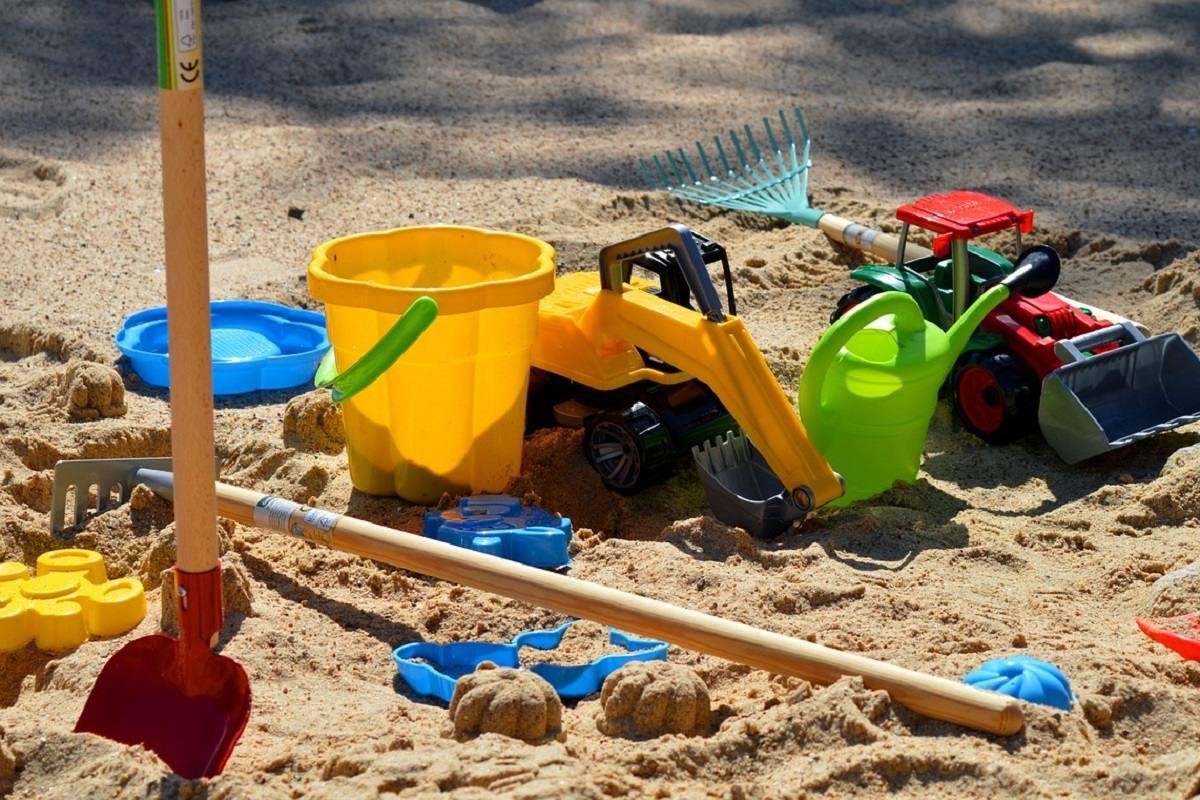 Европейцы отказались от резиновой плитки, а мы устилаем ею детские площадки Советы,Дети,Детство,Игры,Песок,Ремонт,Трава