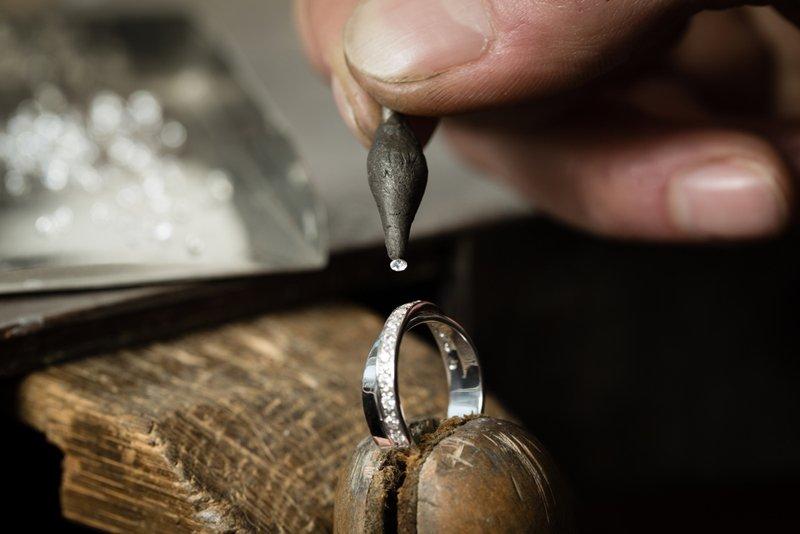 почему чернеет серебро