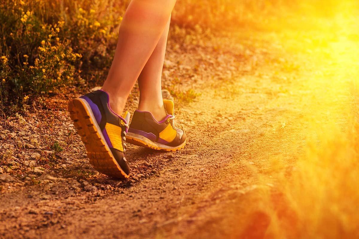 ходьба в кроссовках
