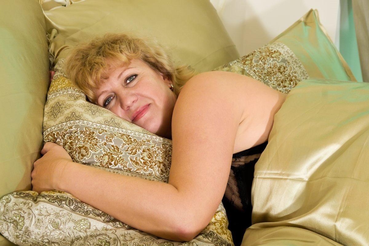 Опыт поколений запрещает спать на двух подушках