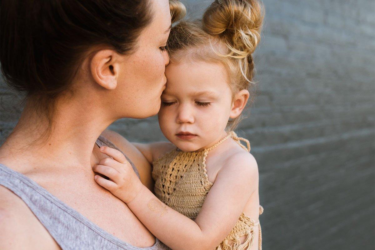 Можно ли пробивать девочке уши, когда она совсем маленькая
