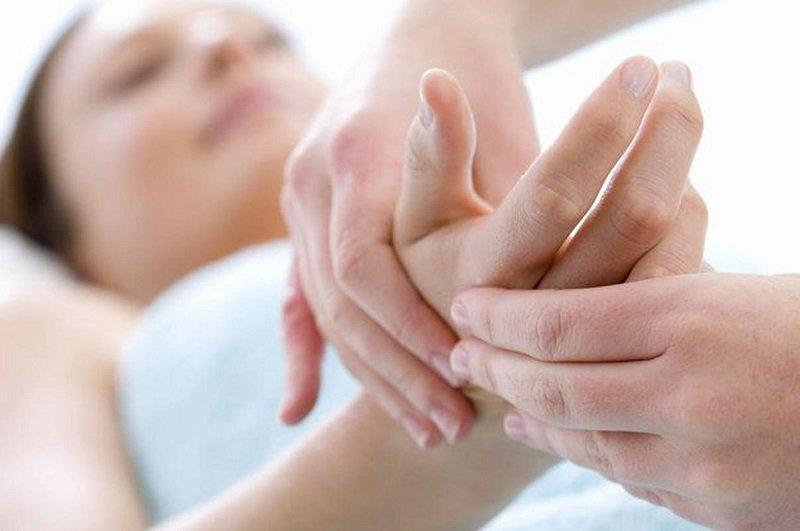 почему во время сна немеют руки