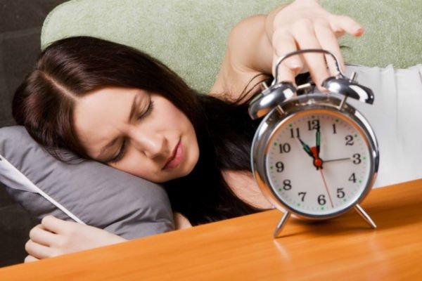 девушка не хочет просыпаться