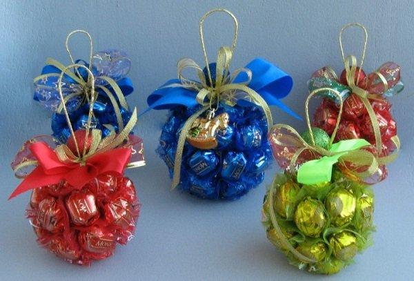 цветы и подарки из конфет