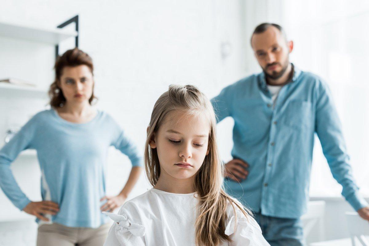 Что ответить ребенку, который плачется, что в семье никогда нет денег и не дарят подарки