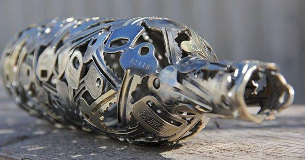 Работы этого художника вдохновляют. Потрясающие вещи, сделанные из старых ключей и монет!