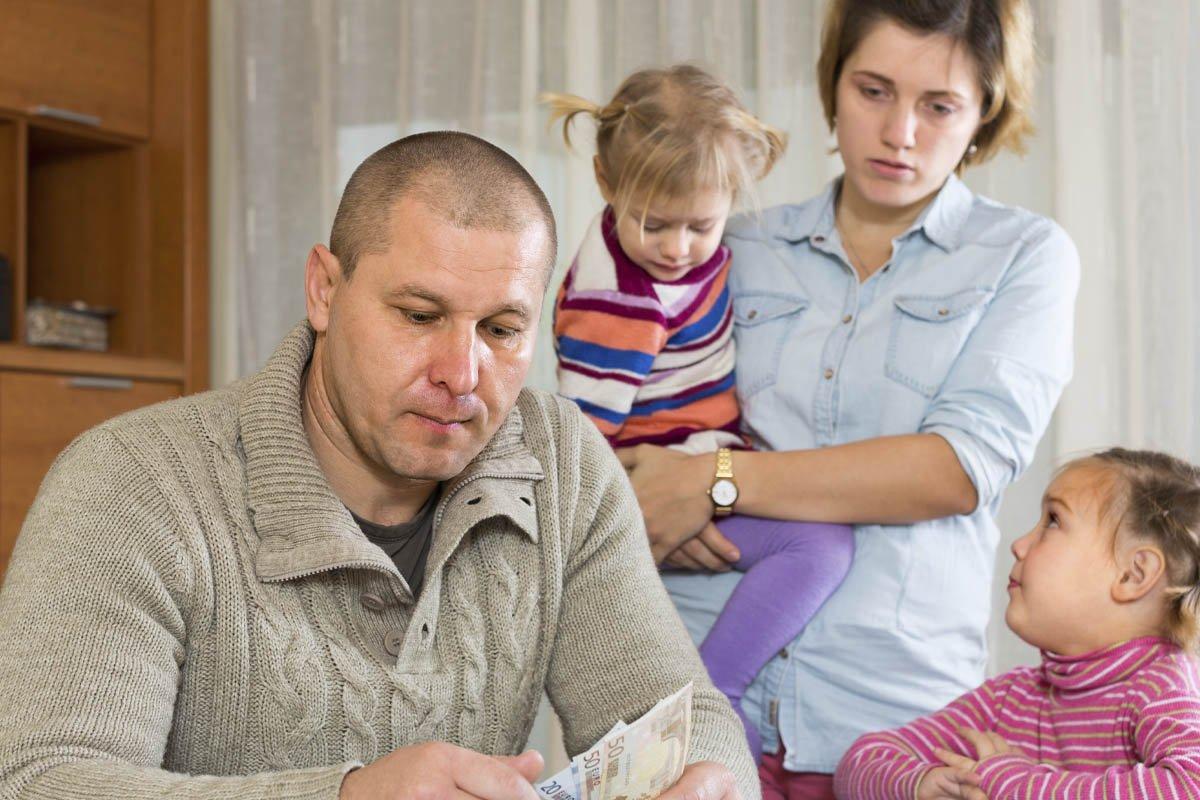 У родителей две квартиры, а мы с тремя детьми ютимся по съемным клоповникам квартиры, можно, просто, рожать, когда, тремя, сложно, нужно, детьми, родителей, родители, ситуации, всего, переезда, очень, съехать, тогда, семью, хотят, варианты