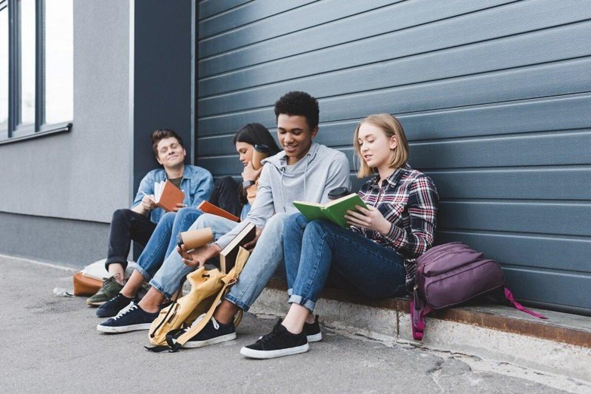 Почему современные молодые люди такие угрюмые и не умеют веселиться Вдохновение,Советы,Быт,Молодость,Поколение,Счастье,Усталость