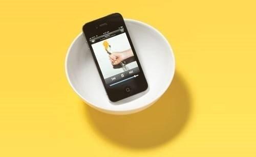 телефон в миске