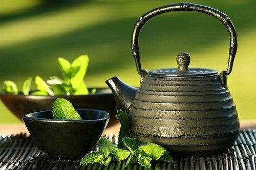мята и чайник