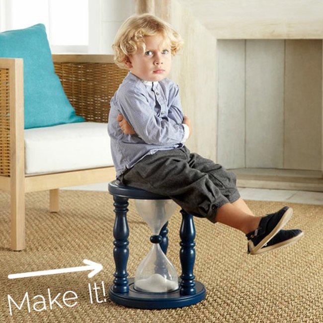 стул с песочными часами