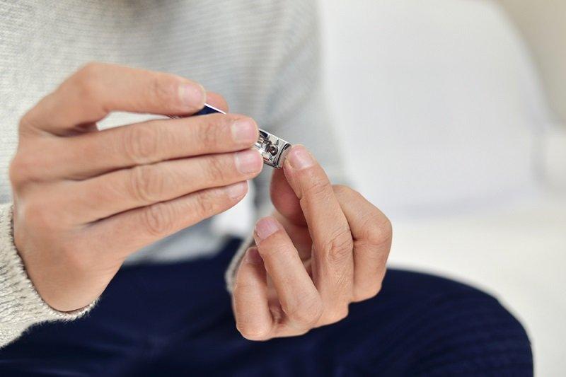 полоски на ногтях