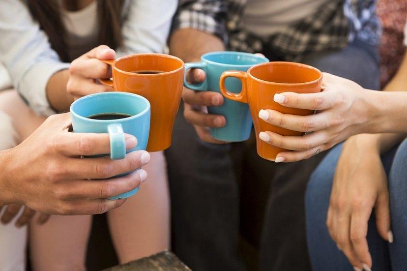 káva s priateľmi
