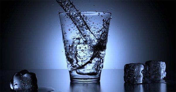 Неоспоримые доказательства того, почему стоит употреблять воду натощак. Учись пить ее правильно!