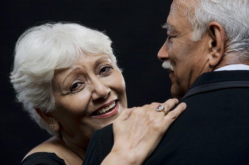 tańczący starzy ludzie