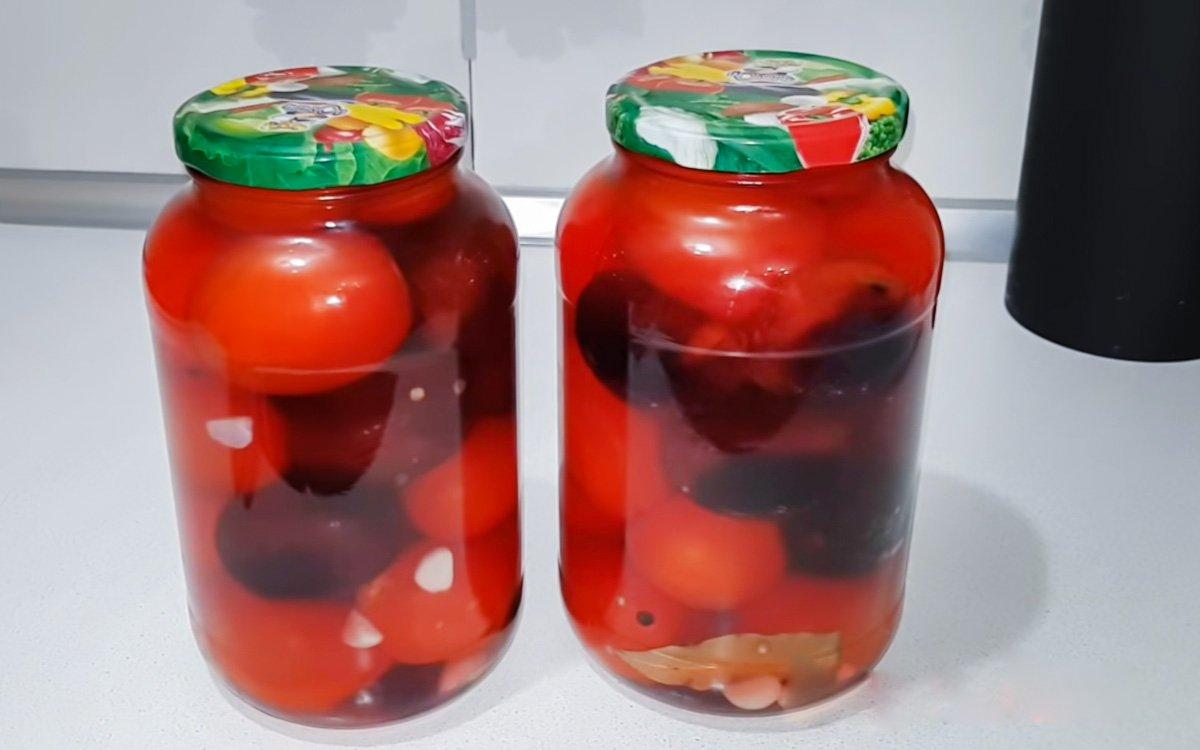 Рецепт помидоров со сливами в загадочном маринаде