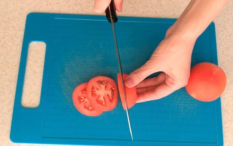 помидоры под шубой с тунцом