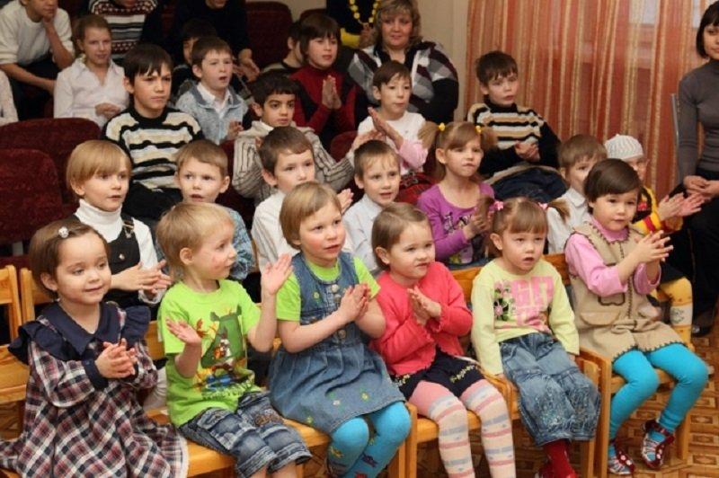 как помочь сиротам