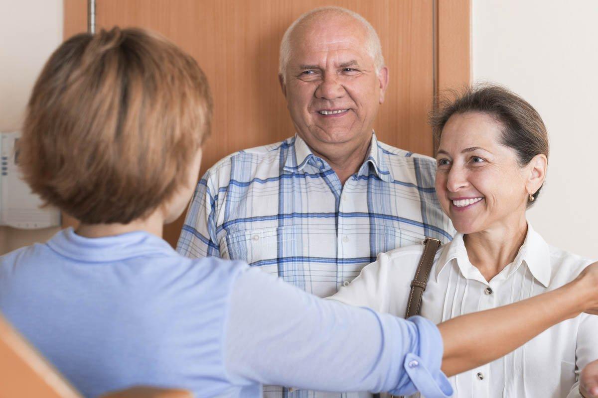 Почему не стоит самоотверженно помогать соседям