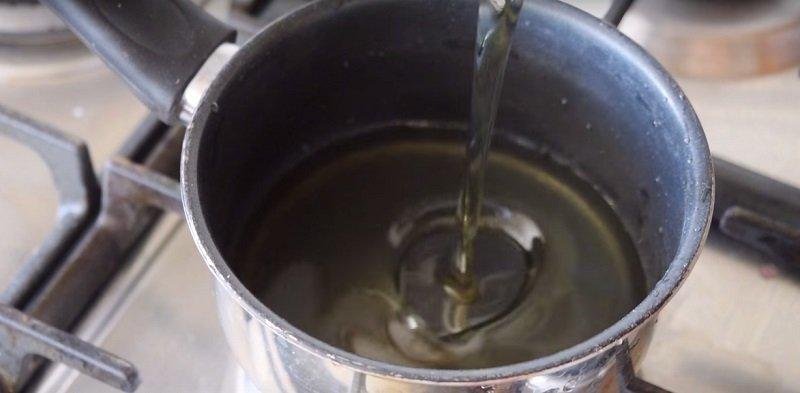 масло в сковородке