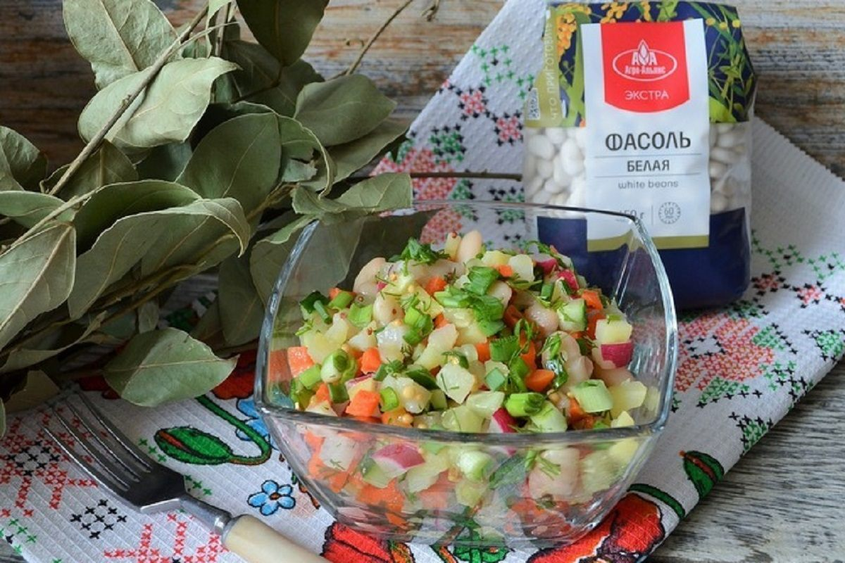 постный салат с фасолью