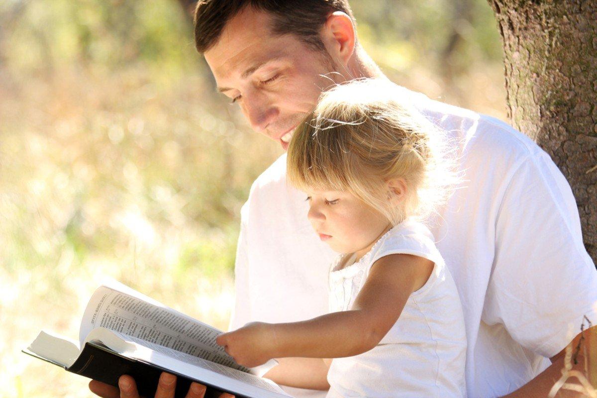 Поведение в церкви и стоит ли приобщать детей к службе