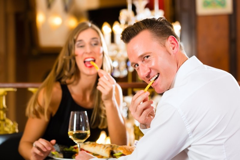 правила этикета и поведения за столом