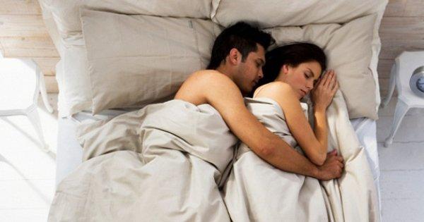 О чем говорит твоя поза во время сна? 10 фото, которые помогут тебе разобраться в своих отношениях.