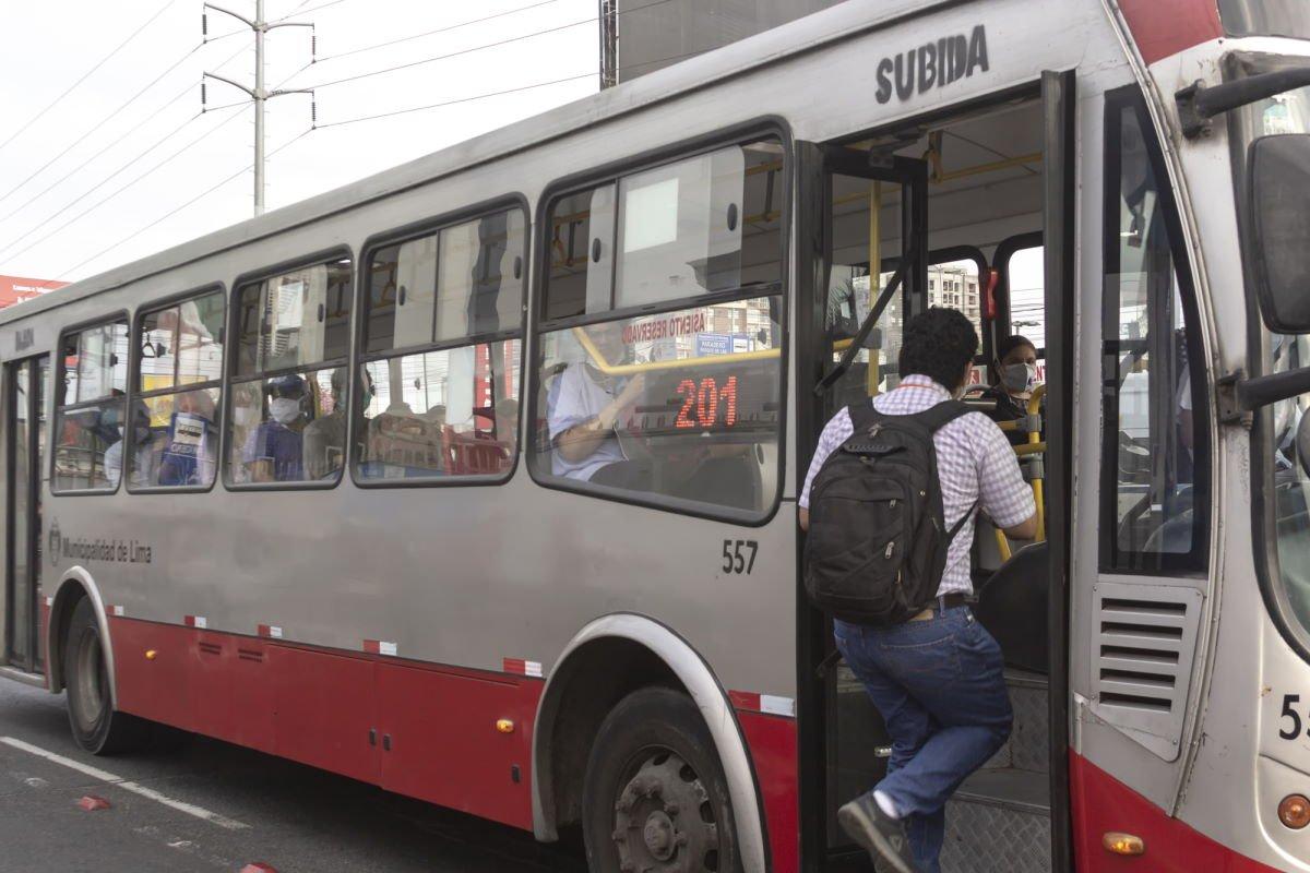 поведение в транспорте