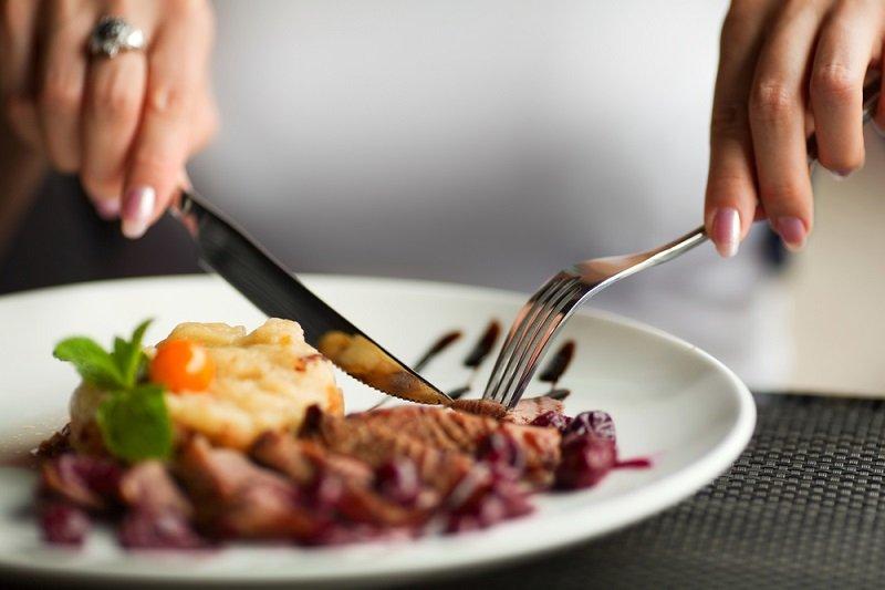 Чтобы узнать, какой человек в жизни, посмотри, как он ест!