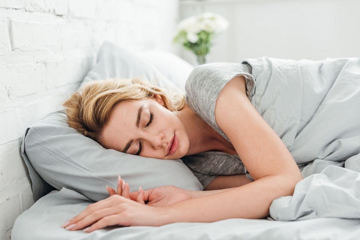 Что вскоре случится, если начать спать без подушки под головой