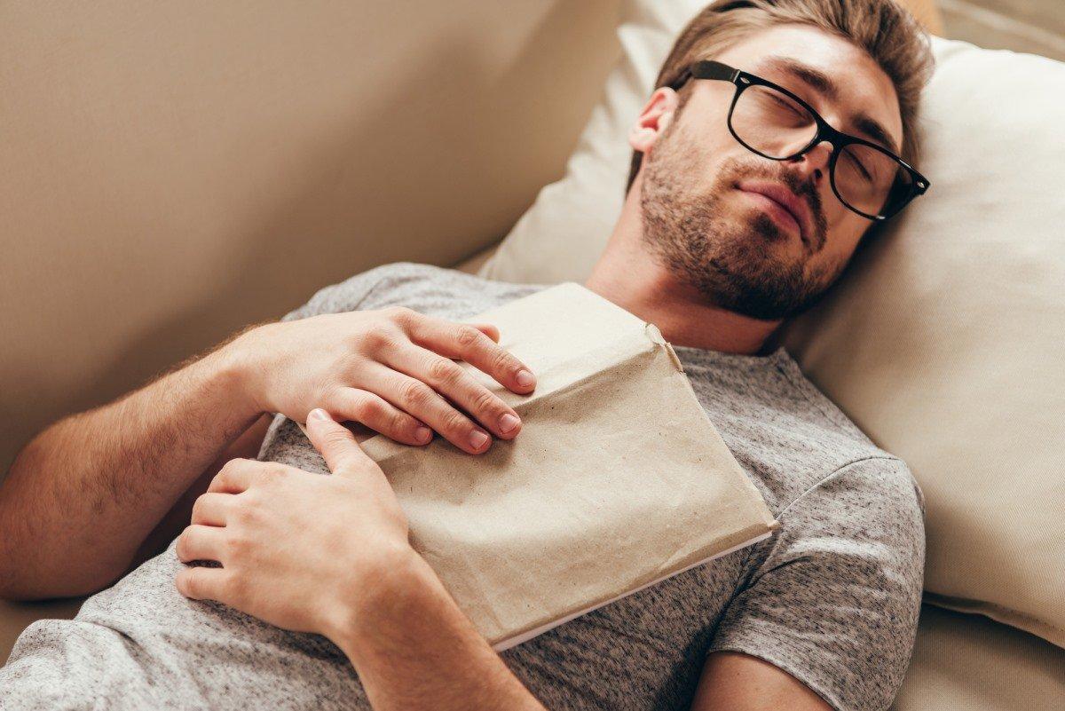 Что вскоре случится, если начать спать без подушки под головой подушка, спать, спине, подушки, время, слишком, человек, подушку, может, подложить, выглядит, следует, полностью, которые, низкая, спишь, головой, очень, будет, подходит