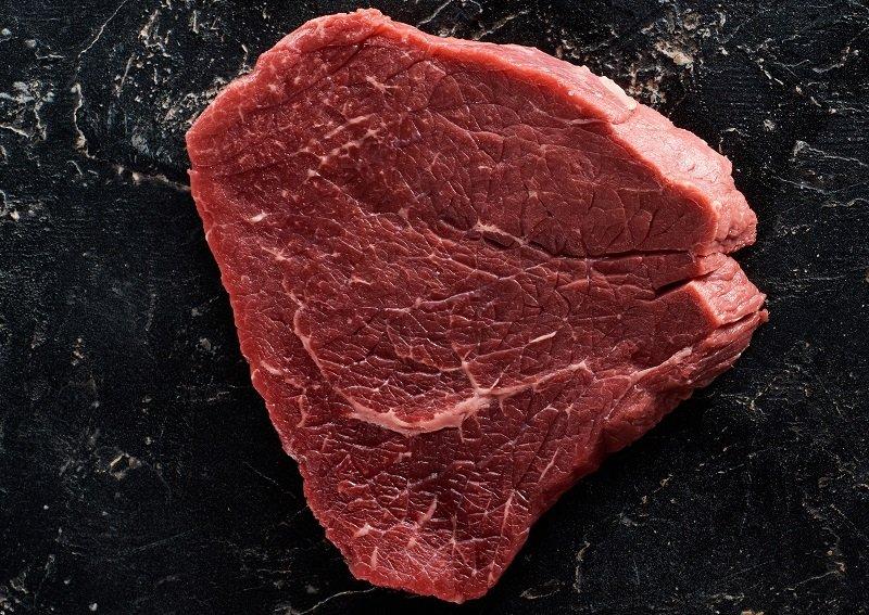 жареное мясо большими кусками