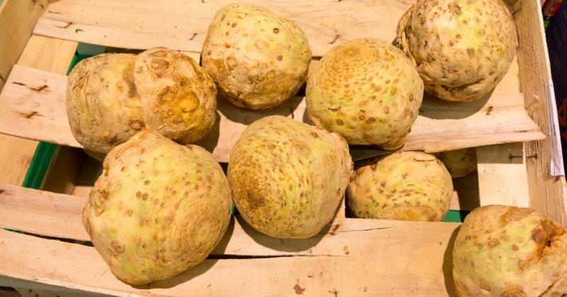 Всем худеющим любителям картофеля фри! Из корня готовлю замену. Нарезаю соломкой овощ с отрицательной калорийностью.