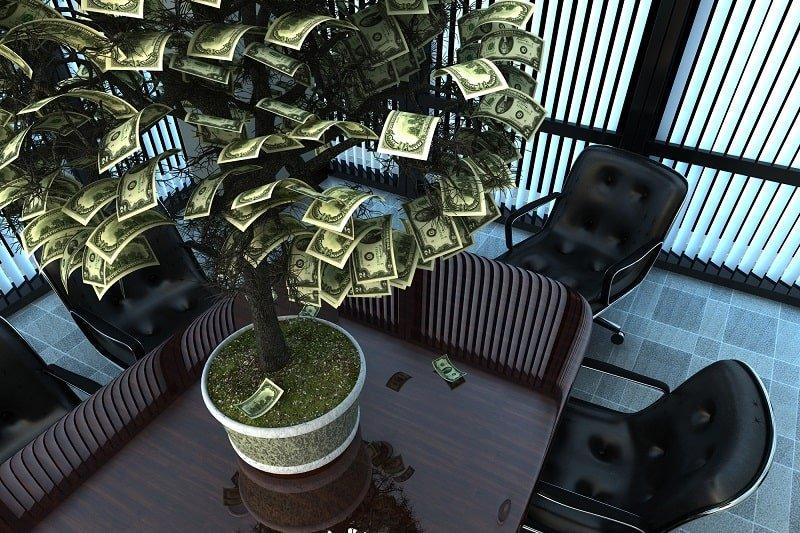 Когда работаешь на двух работах, а денег всё равно не хватает, помогут денежные приметы