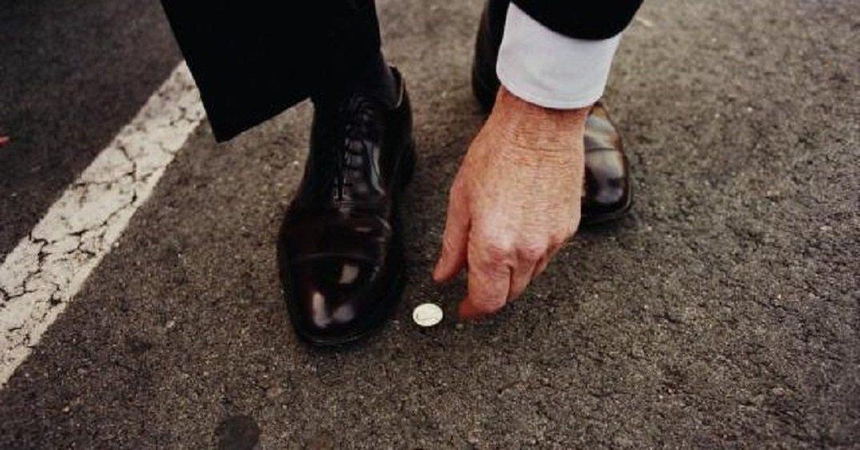 Картинки по запросу Не переворачивай банкноты в кошельке вверх ногами
