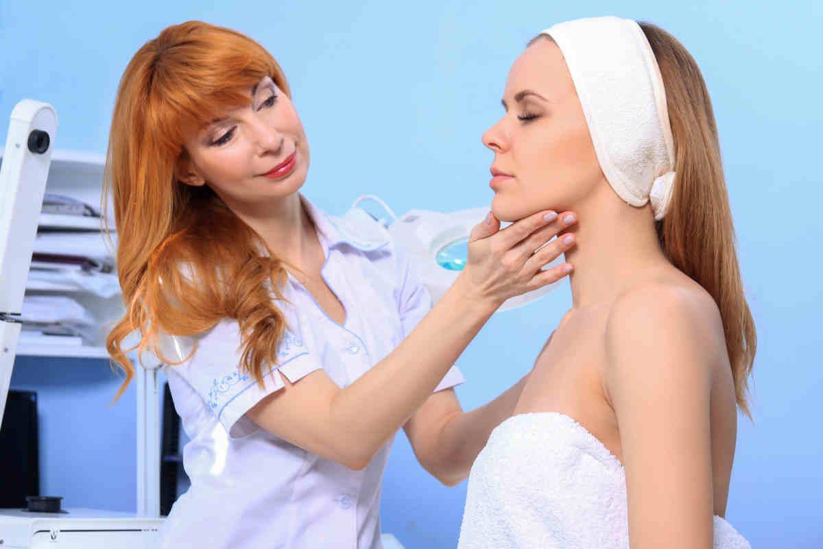 Согласилась на уговоры косметолога и сделала дорогую, но бесполезную процедуру