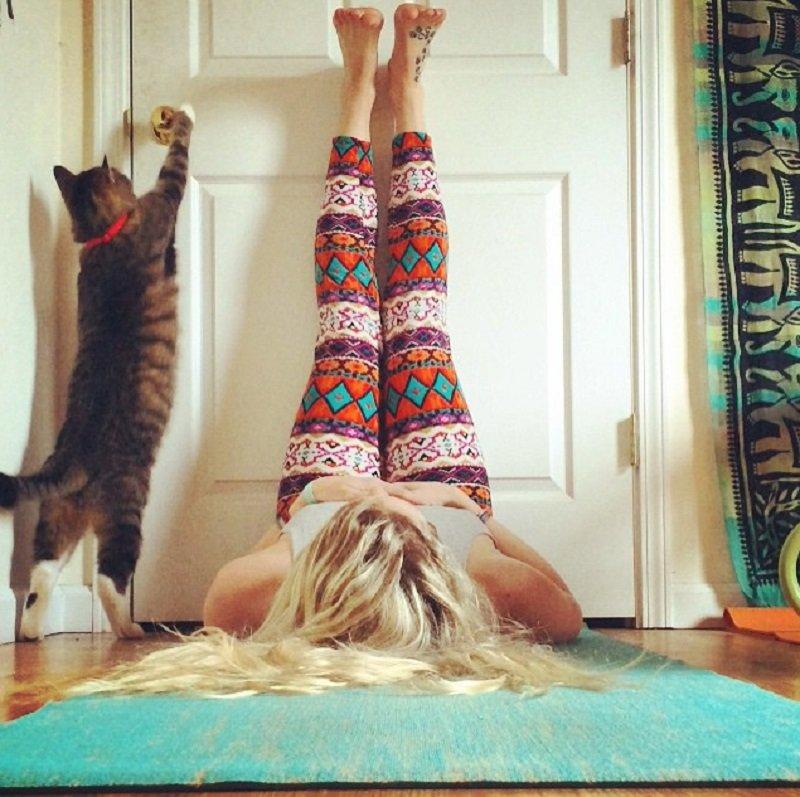 простая поза йоги