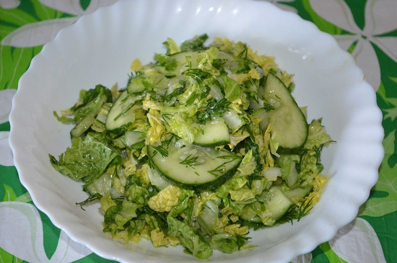 салат с капустой и огурцами