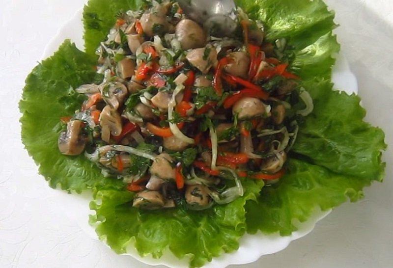 салат с шампиньонами грудкой