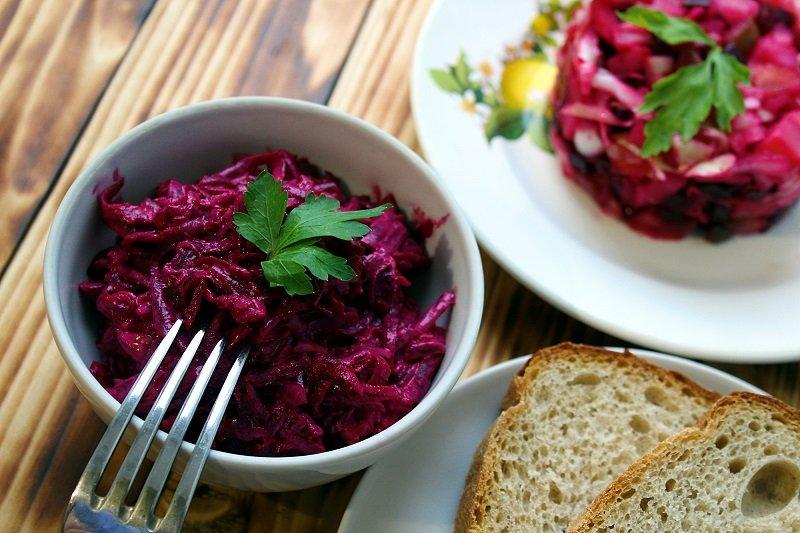 простий салат з буряком і сиром