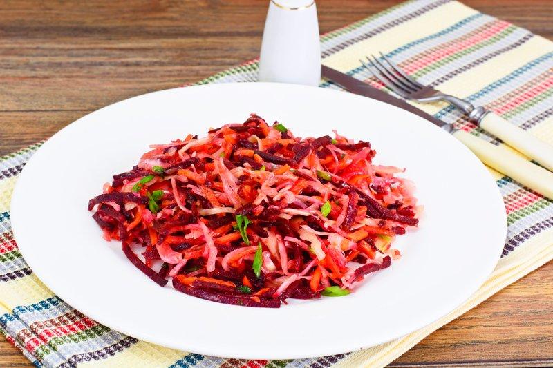простий салат з вареного буряка
