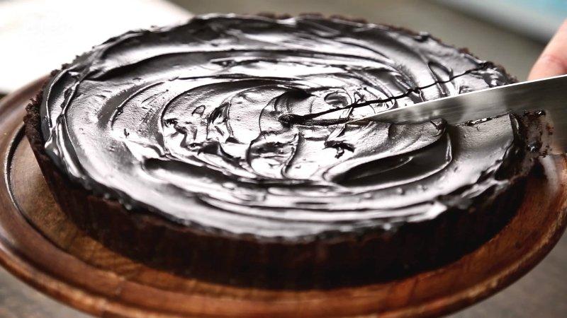 Шоколадный пай «Грязь Миссисипи»: минимум бисквита, максимум нежного крема