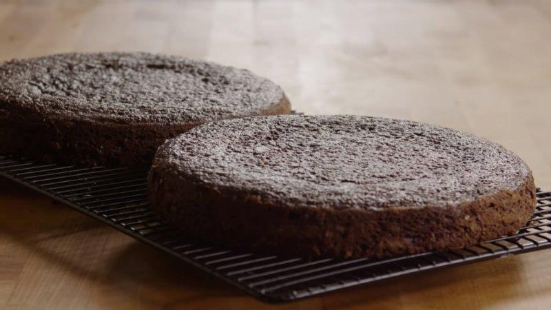 простой пирог на кефире в духовке