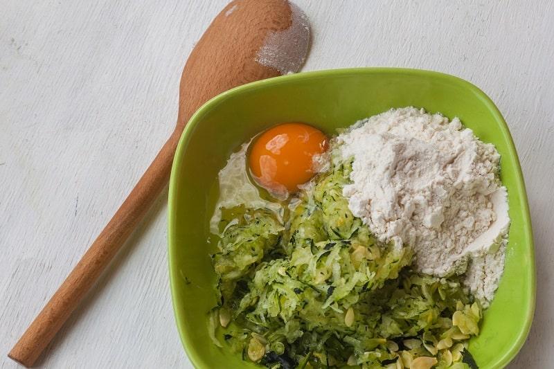 простые кабачковые оладьи на сковороде