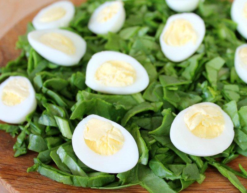 салат с яйцом и шпинатом