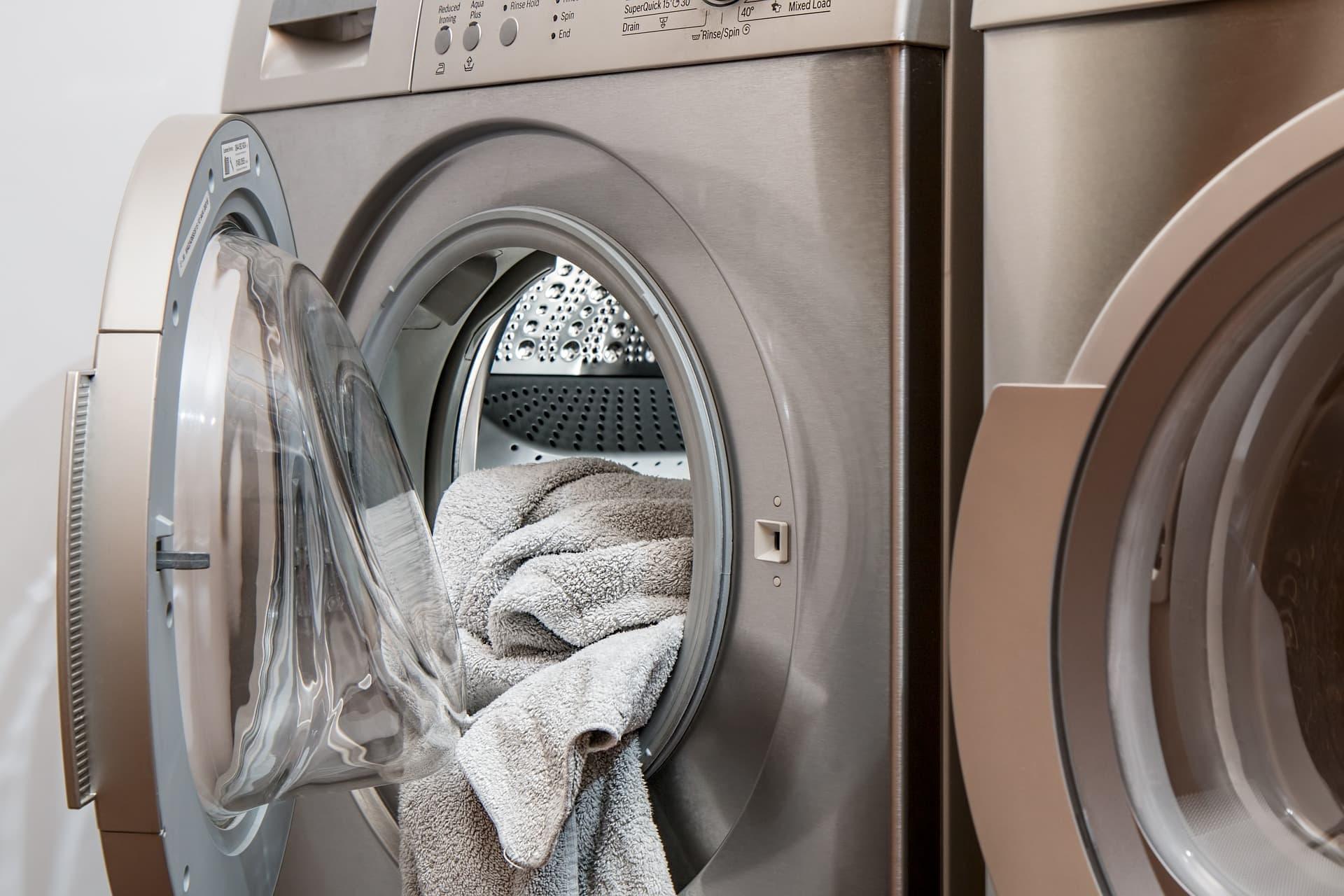 Расплачиваюсь за свою бесхозяйственность, течет стиральная машинка
